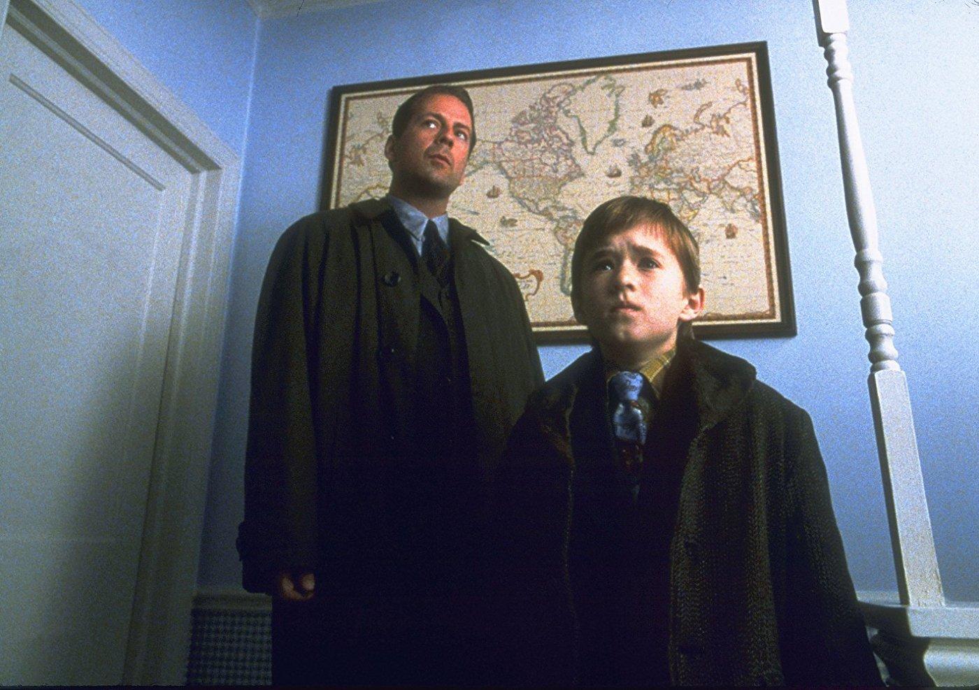 Bruce Willis y Haley Joel Osment en The Sixth Sense   MovieHaku